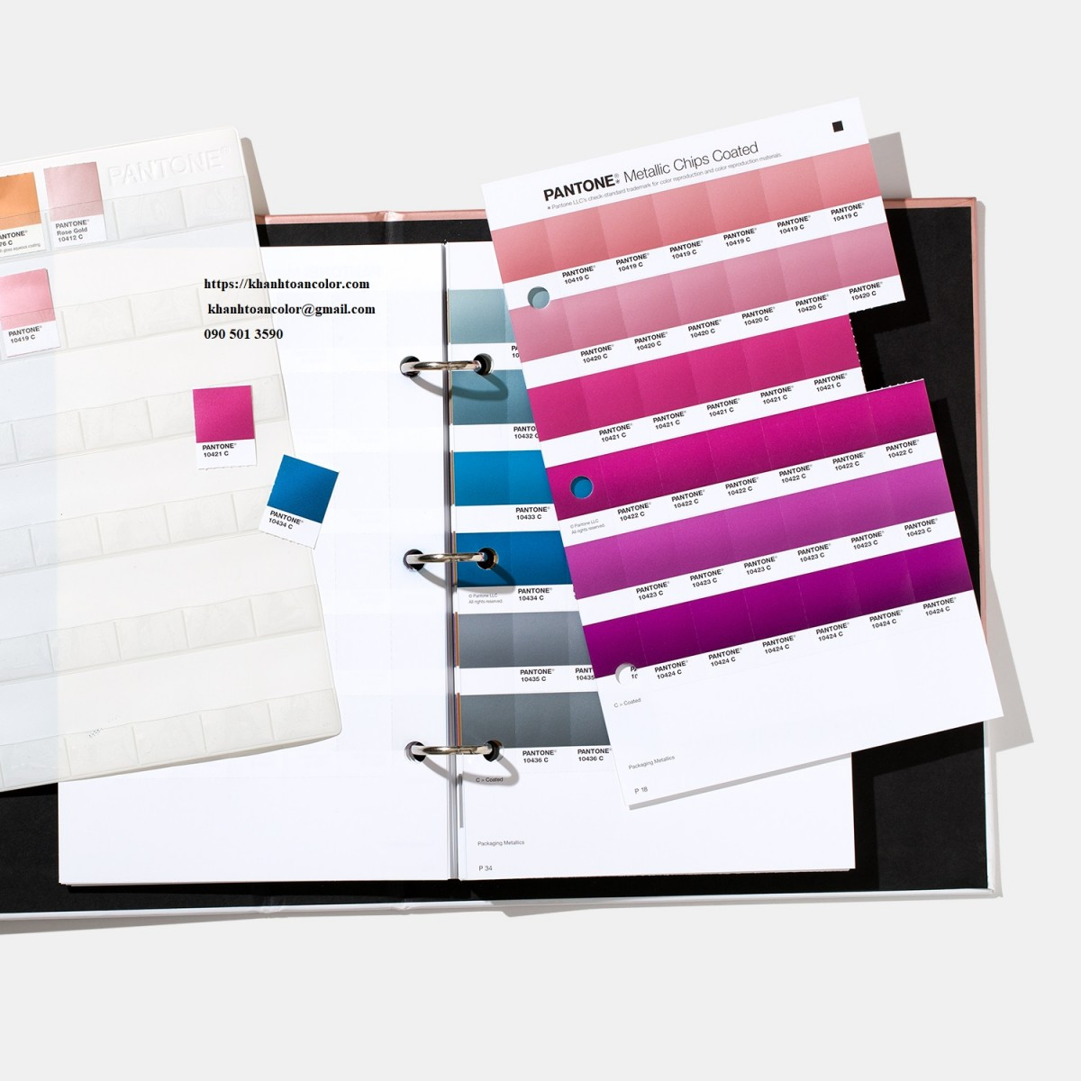 bang mau pantone-graphics-pms-metallic-chips-book-product-2